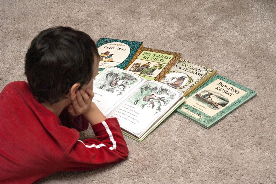Arthur lisant Petit-Ours